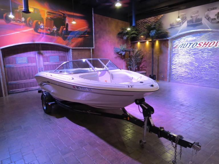 Used 2002 SEA RAY 182 ** SHARP IMMAC. SEA RAY!! ** for sale Sold at Auto Show Sales and Finance in Winnipeg MB R3Y 1G5 2