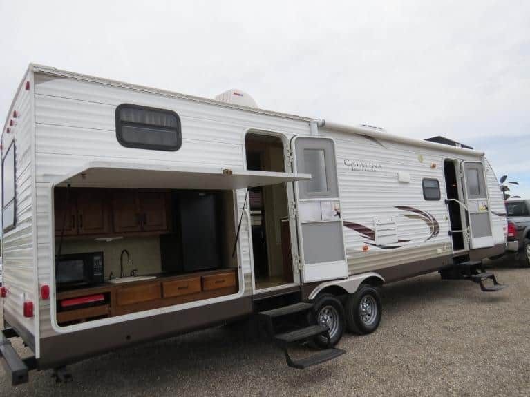 Used 2013 Coachmen Catalina 32BHDS Deluxe - 2x Slide, Outdr Spkrs & Kitchen! for sale $25,600 at Auto Show Sales and Finance in Winnipeg MB R3Y 1G5 2