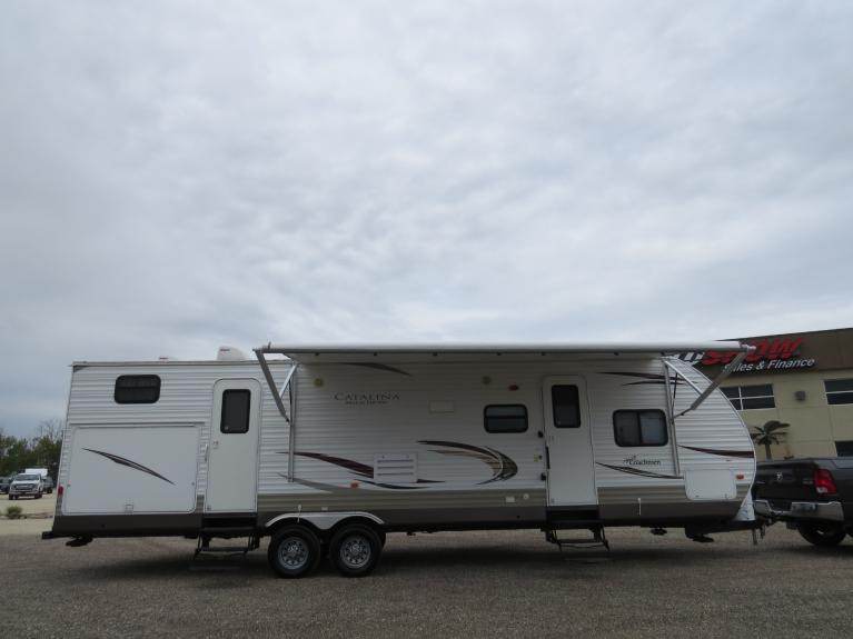 Used 2013 Coachmen Catalina 32BHDS Deluxe - 2x Slide, Outdr Spkrs & Kitchen! for sale $25,600 at Auto Show Sales and Finance in Winnipeg MB