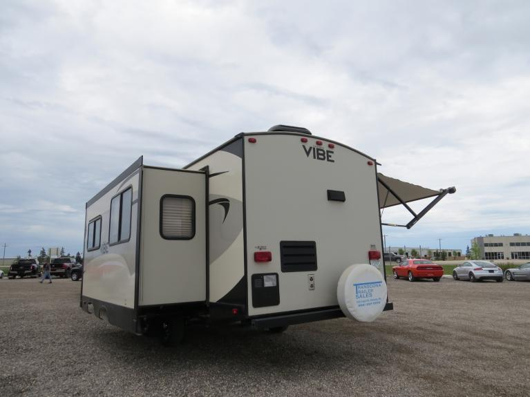 Used 2017 Forest River Vibe 268RK Large Slide-Out, Outdoor Spkrs, Huge Floor Plan! for sale $26,800 at Auto Show Sales and Finance in Winnipeg MB R3Y 1G5 2
