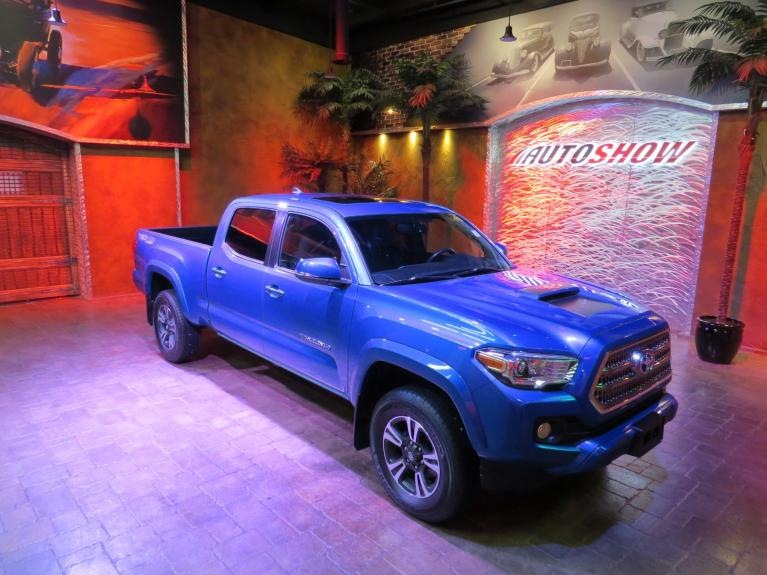 Used 2017 Toyota Tacoma TRD 4x4 - S.Roof, Htd Seats, Nav!! for sale $35,988 at Auto Show Sales and Finance in Winnipeg MB R3Y 1G5 2