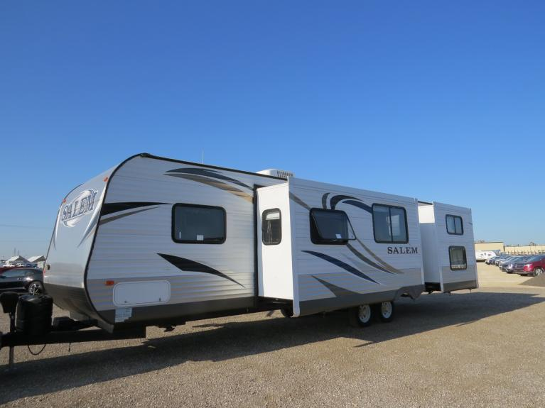Used 2013 FOREST RIVER SALEM 31 Ft Triple Slide - Sleeps 10, Outdoor Spkrs! for sale $25,800 at Auto Show Sales and Finance in Winnipeg MB R3Y 1G5 2