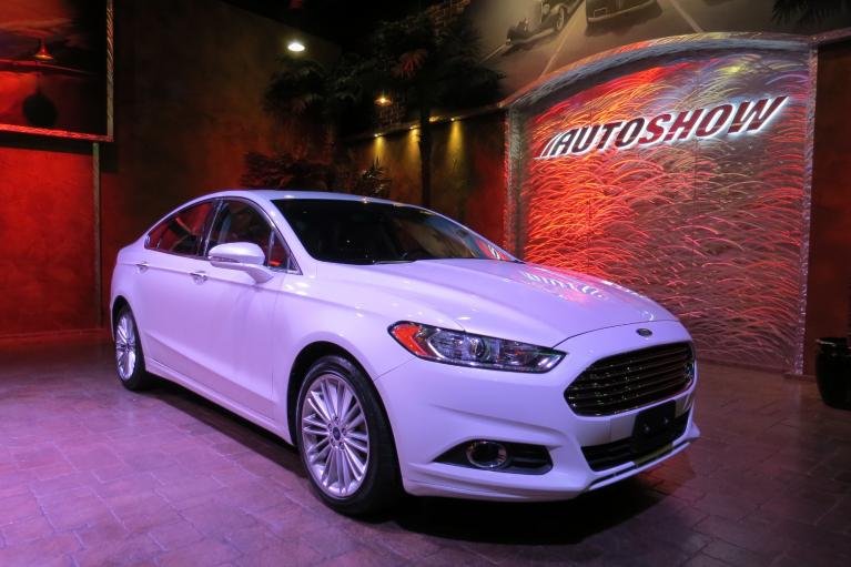 Used 2016 Ford Fusion SE AWD - S.Roof, Nav, Htd Seats, LOW K!! for sale $19,600 at Auto Show Sales and Finance in Winnipeg MB R3Y 1G5 2