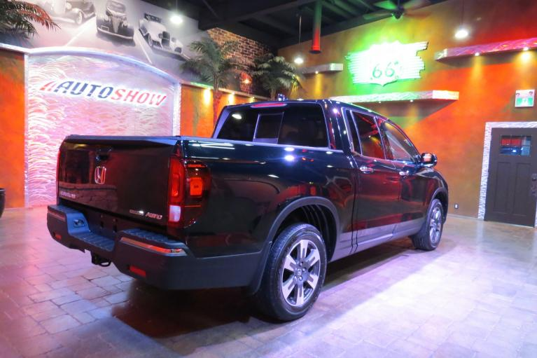 Used 2017 Honda Ridgeline 4WD Touring - Every Safety Feature! for sale $33,800 at Auto Show Sales and Finance in Winnipeg MB R3Y 1G5 2