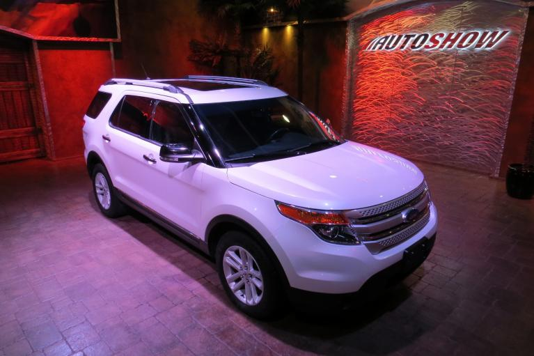Used 2015 Ford Explorer 4WD w/ Pano Roof, Htd Lthr, Nav!! for sale $24,800 at Auto Show Sales and Finance in Winnipeg MB