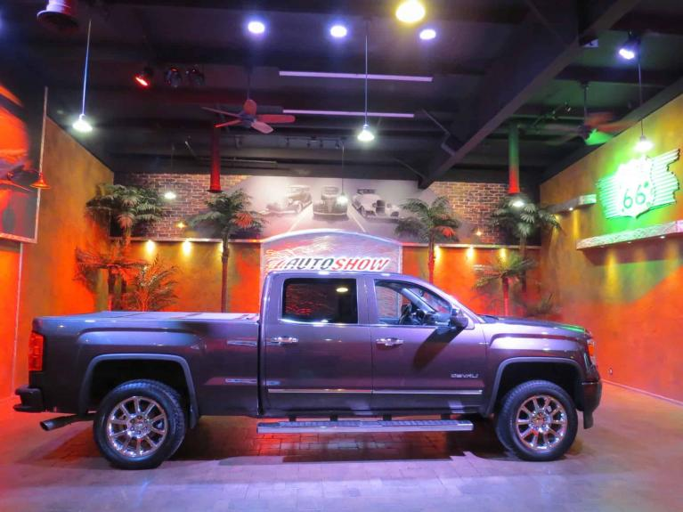 Used 2014 GMC Sierra 1500 Denali Crew - 6.2L w/ DVD, Nav, S.Roof!! for sale $30,800 at Auto Show Sales and Finance in Winnipeg MB R3Y 1G5 2