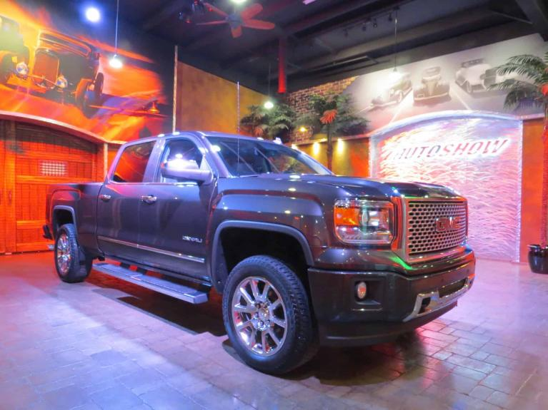 Used 2014 GMC Sierra 1500 Denali Crew - 6.2L w/ DVD, Nav, S.Roof!! for sale $30,800 at Auto Show Sales and Finance in Winnipeg MB