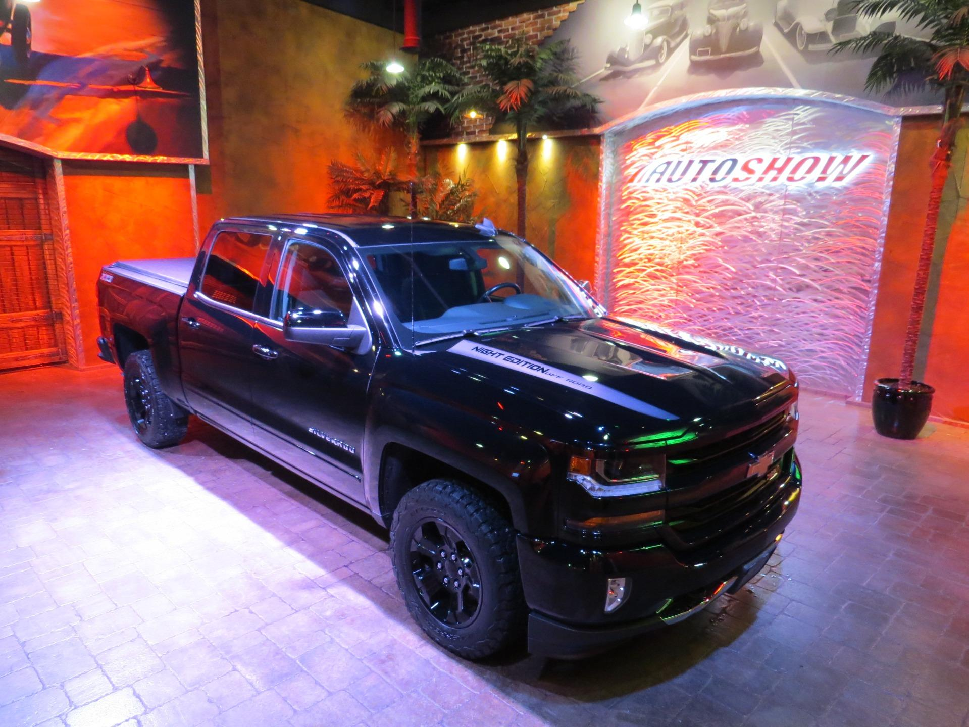 Used 2017 Chevrolet Silverado 1500 LT Z71 ** NIGHT EDITION!! ** for sale $35,800 at Auto Show Sales and Finance in Winnipeg MB R3Y 1G5 1