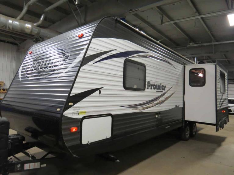 Used 2016 Prowler 25RLS Luxurious Couples Camper w/ Slide! for sale $21,675 at Auto Show Sales and Finance in Winnipeg MB R3Y 1G5 2