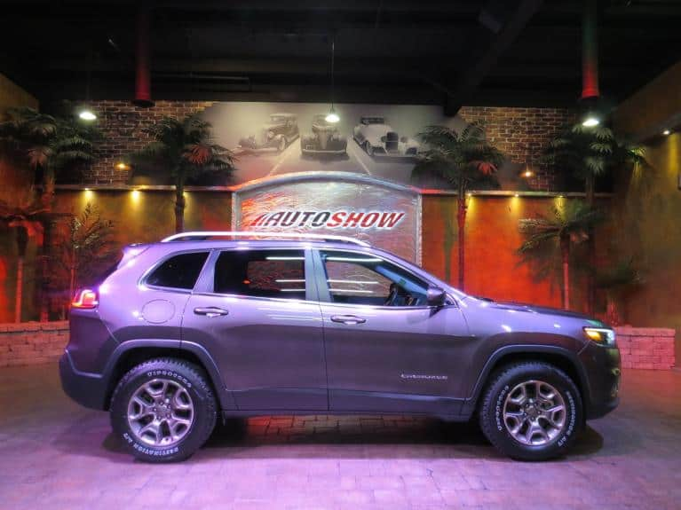 Used 2019 Jeep Cherokee Latitude Edition - 4x4, B.Up Cam, B.Tooth!! for sale $25,900 at Auto Show Sales and Finance in Winnipeg MB R3Y 1G5 2