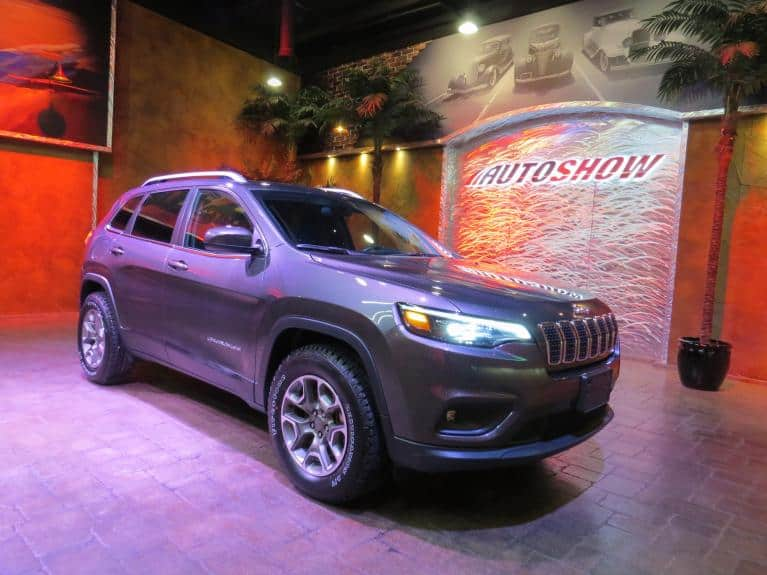Used 2019 Jeep Cherokee Latitude Edition - 4x4, B.Up Cam, B.Tooth!! for sale $25,900 at Auto Show Sales and Finance in Winnipeg MB R3Y 1G5 1