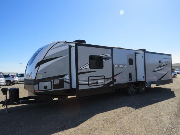 New 2020 Wilderness 3375KL Top of the Line - Luxury Couples Camper!! for sale $46,500 at Auto Show Sales and Finance in Winnipeg MB R3Y 1G5 1