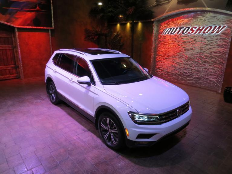 Used 2018 Volkswagen Tiguan Highline 4WD - Pano Roof, Nav, Htd Lthr! for sale $34,975 at Auto Show Sales and Finance in Winnipeg MB R3Y 1G5 2