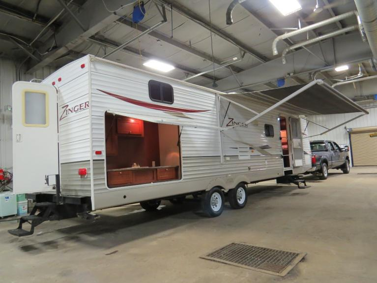 Used 2011 CROSSROADS ZINGER ZT310SB Double Slide w/ BH & Outdr Kitchen!! for sale $19,800 at Auto Show Sales and Finance in Winnipeg MB