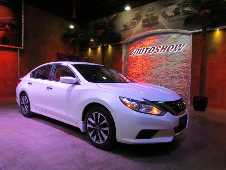 Used 2017 Nissan Altima SV - S.Roof + Htd Wheel & Seats! for sale $16,881 at Auto Show Sales and Finance in Winnipeg MB R3Y 1G5 2