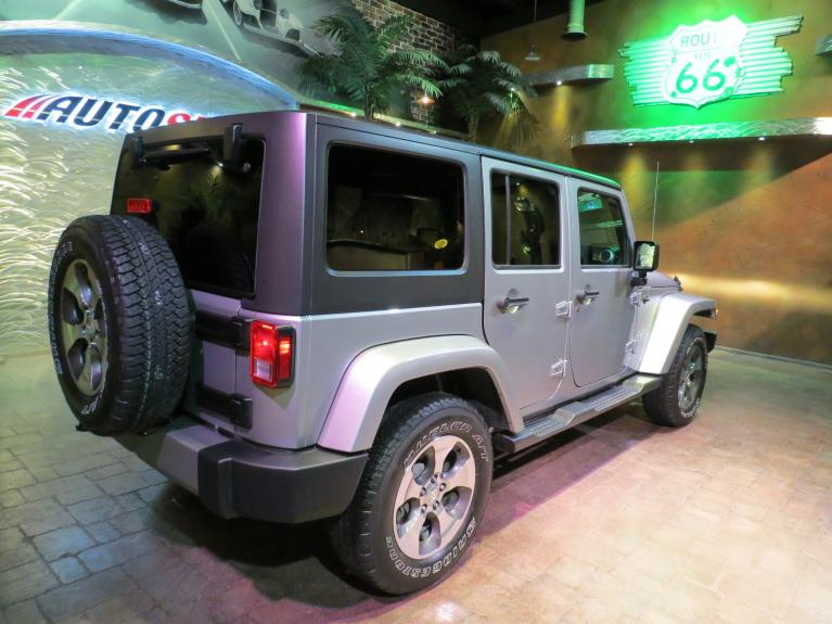 Used 2018 Jeep Wrangler JK Unlimited ** LIKE NEW!! WOW ONLY $32,800!! ** for sale Sold at Auto Show Sales and Finance in Winnipeg MB R3Y 1G5 1