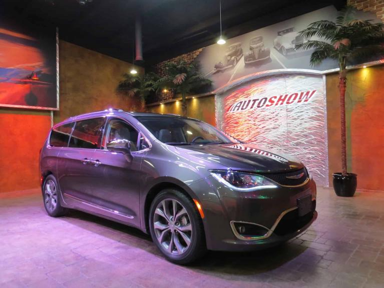Used 2018 Chrysler Pacifica Limited - Pano Roof, Nav, Everything for sale $37,450 at Auto Show Sales and Finance in Winnipeg MB R3Y 1G5 2