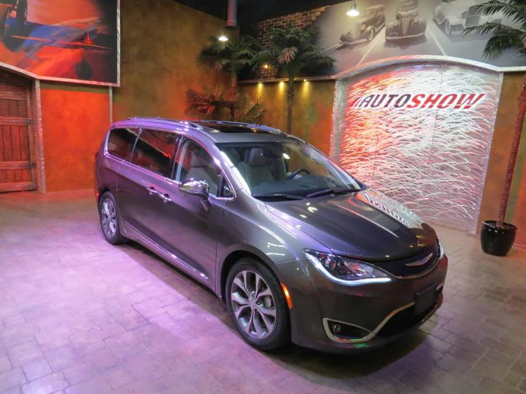 Used 2018 Chrysler Pacifica Limited - Pano Roof, Nav, Everything... for sale $39,450 at Auto Show Sales and Finance in Winnipeg MB