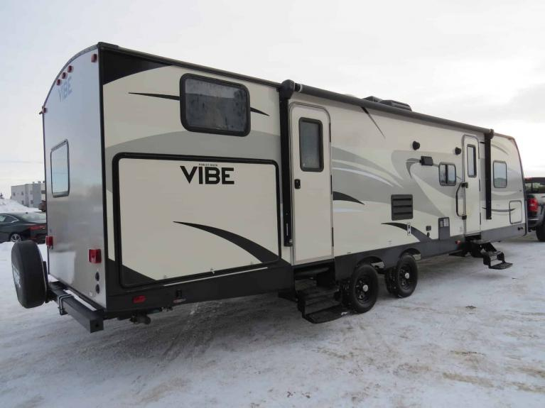 Used 2016 FOREST RIVER VIBE 308 BHS Bunkhouse w/ Dbl Slide, Sleeps 10! for sale $28,688 at Auto Show Sales and Finance in Winnipeg MB R3Y 1G5 2