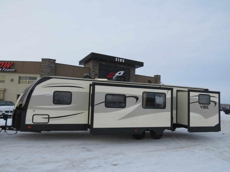 Used 2016 FOREST RIVER VIBE 308 BHS Bunkhouse w/ Dbl Slide, Sleeps 10! for sale $28,688 at Auto Show Sales and Finance in Winnipeg MB