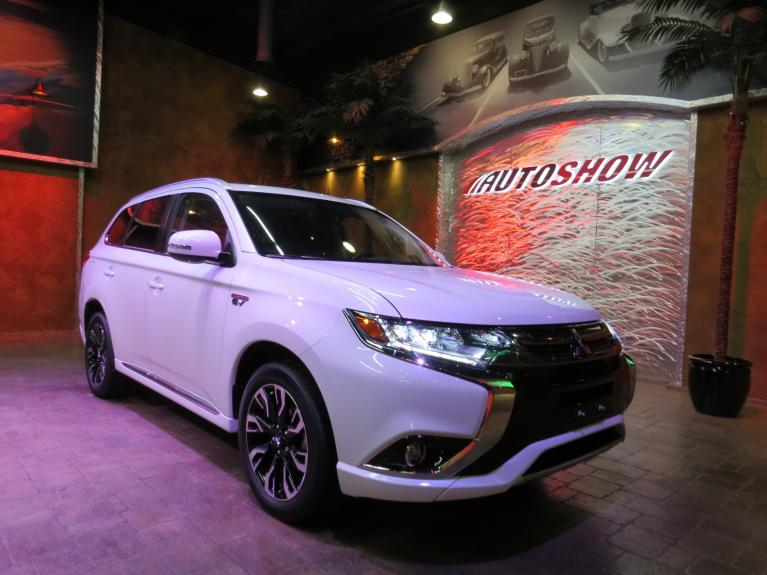 Used 2018 Mitsubishi Outlander PHEV Hybrid AWD Touring - Htd Steering & Lthr!! for sale $35,677 at Auto Show Sales and Finance in Winnipeg MB R3Y 1G5 2