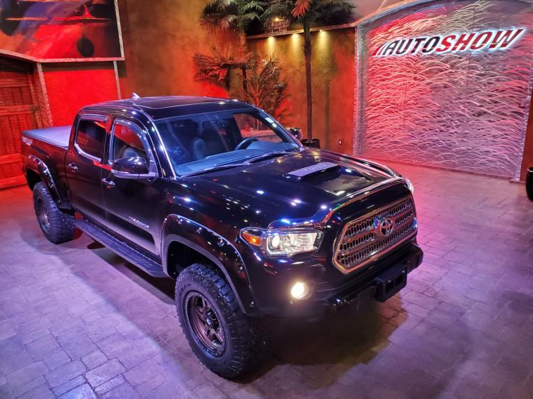 Used 2017 Toyota Tacoma LIFTED TRD SPORT - Nav & S.Roof!! for sale $40,875 at Auto Show Sales and Finance in Winnipeg MB R3Y 1G5 2