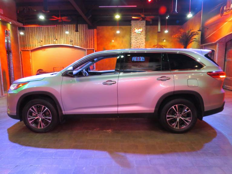Used 2019 Toyota Highlander LE Plus AWD - 8 Pass, B.up Cam, Gorgeous! for sale $34,990 at Auto Show Sales and Finance in Winnipeg MB R3Y 1G5 2