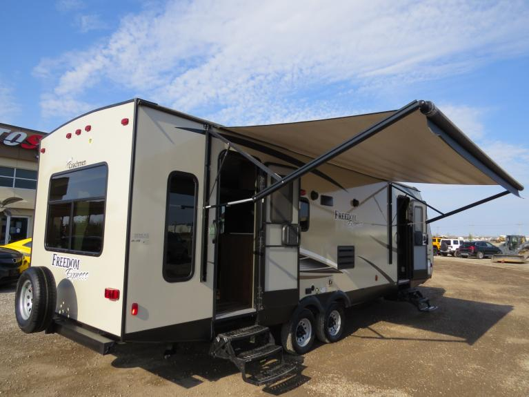 Used 2017 Forest River Coachmen 281SE Freedom Express *Huge Slide, 31Ft. Luxury Couples!* for sale $25,800 at Auto Show Sales and Finance in Winnipeg MB R3Y 1G5 1
