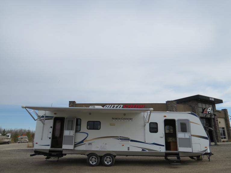 Used 2011 Heartland North Country Lakeside 291RLS - 33ft. Couples Camper! for sale $18,600 at Auto Show Sales and Finance in Winnipeg MB R3Y 1G5 2