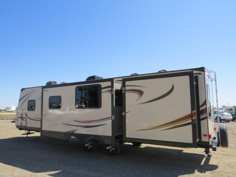 Used 2017 Forest River Tracer 3200BHT - Luxury Triple Slide Bunkhouse! for sale $33,800 at Auto Show Sales and Finance in Winnipeg MB R3Y 1G5 2