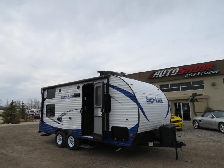 Used 2019 Sunset Park RV Sun-Lite 21QB *Lightweight Bunkhouse!* for sale Sold at Auto Show Sales and Finance in Winnipeg MB R3Y 1G5 1