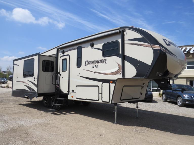 Used 2017 Prime Time Crusader 27RK - 32 FT COUPLES CAMPER!  IMMACULATE!! for sale $34,800 at Auto Show Sales and Finance in Winnipeg MB R3Y 1G5 1