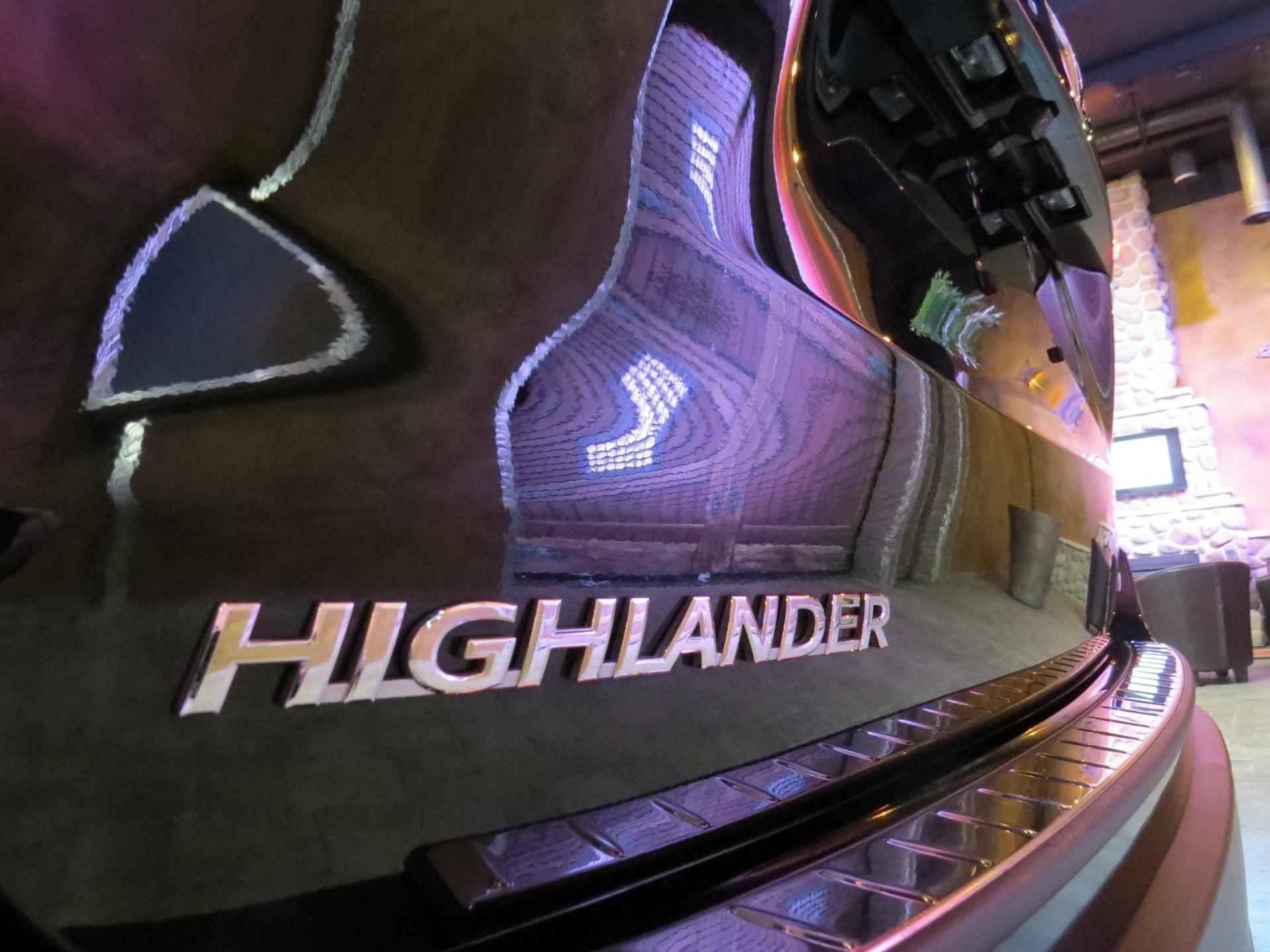 used 2015 Toyota Highlander car, priced at $29,800